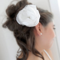 white hair flower, wedding flower, wedding flowers, bridesmaid, bride, the wedding, the bride, flower, hair clip, wedding accessories, brida