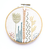 Embroidery Sea Botanicals Hoop Art - 5 Inch Modern Wall Art - Hand Embroidered Contemporary Stitched Wall Decoration - Natural Water Ocean