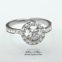 Diamond Engagement Ring 18K Gold. Total of 0.67 carat.