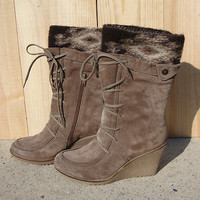 NEW -- Steve Madden Firefly Boots Taupe Size 9 Wedge Heel