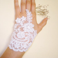 White lace gloves,Sparkles, Lace Wedding Accessory, Bridal accessory, Fingerless Gloves,White, Asymetric