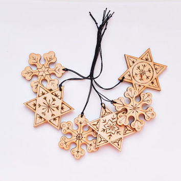 Woodburned Christmas Ornament set of 6 - Colorful Snowflake and Stars Decoration - Wood Eco Friendly Christmas Ornament - Pyrography