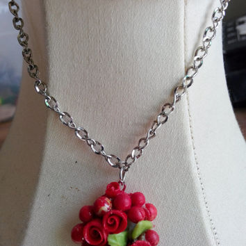 Red rose necklace, polymer clay jewelry, red roses, spring beauty, everyday jewelry, #gift #christmas #rose #polymerclay