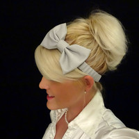 Feminine light grey bow stretch headband pinup/retro