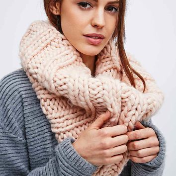 Chunky Knit Snood in Pink - Urban Outfitters