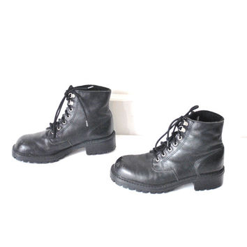 size 8.5 PLATFORM grunge boots / vintage early 90s minimal CHUNKY lug sole black LEATHER insulated lace up hiking winter booties