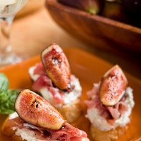 Fig and Goat Cheese Crostini with Prosciutto and Balsamic ? A Food Centric Life