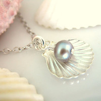 Sterling silver sea shell gray pearl charm necklace