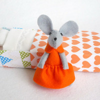 Tangerine Felt mouse in matchbox