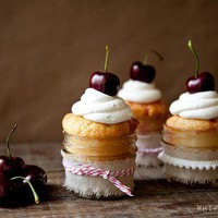 WhipperBerry: {Recipe} Black Cherry White Chocolate Cupcake in a Jar