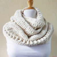 Deluxe Chunky CREAM Wool blend infinity scarf / cowl - OffWhite - fashion accessories, crochet