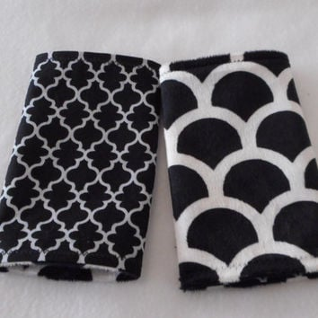 Teething Pads/Dribble/Drool Chew Pad For Baby Carriers/Ergo/Tula Rerversible Black Pattern with Minky
