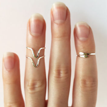 Sterling silver stacking midi rings - Silver chevron ring - Knuckle ring set - V ring -