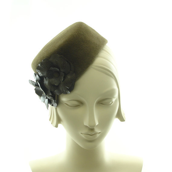 1930s style hat for retro style from