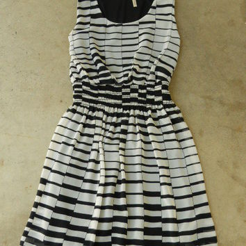 Hypnotizing Indie Lines Dress [2646] - $36.00 : Vintage Inspired Clothing & Affordable Summer Dresses, deloom | Modern. Vintage. Crafted.