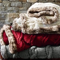 CHUNKY CABLE THROW WITH FUR TRIM
