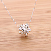 GIFT WRAPPING BOW necklace, in silver
