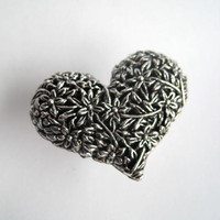 Valentine Drawer Knob with detailed Heart in Silver Metal (MK115)