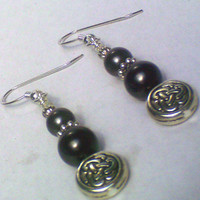 Black Pearl w/ Silver Tone Celtic Knot Earrings