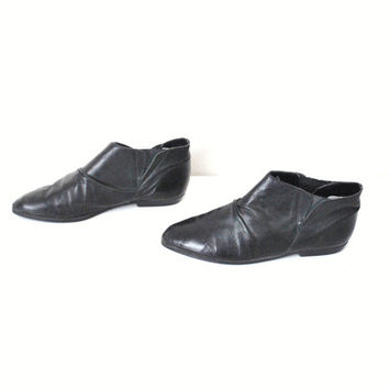 size 7.5 CHELSEA ankle boots / vintage early 90s minimal POINTY black LEATHER hipster booties