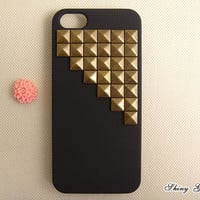 iPhone 5 case, vintage bronze pyrmaid studs iPhone 5 case, studded iPhone 5 case, custom iPhone 5 case cover
