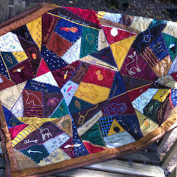 BeanTown Embroidery: Harry Potter Quilt - FINALLY DONE!!!