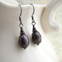 Faceted Black Pearl Earrings with gunmetal - Faceted Pearls - Grey Pearls - Pirate Inspired