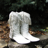 vintage white leather fringe cowgirl boot. made by Dingo. size 7.5 M. white western boot