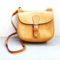 30 percent off / Ligth brown leather vintage shoulder handback / 1970s