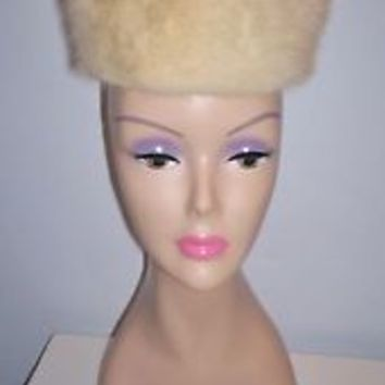 Pretty Vintage Women's Blonde Fur Elevated Pillbox Dress Hat Built-in Combs 19""