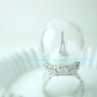 Winter in Paris Ring. Snow Globe Eiffel Tower Paris Ring. Pyrex Glass Dome. Diorama Jewelry. Waterless. Christmas Gift. Holiday.