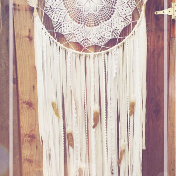 White Gold Glitter Feather Shabby Chic Boho Lace Crochet Doily Fabric Dreamcatcher // Baby Nursery Decor // Weddding Decor