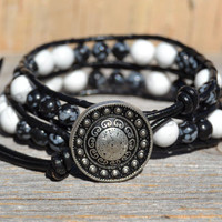 Double wrap beaded leather bracelet -  Black and white - Bohemian chic jewelry