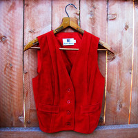 vintage red suede vest. made by Brigham Sportswear. size S to M. fall fashion