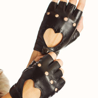 fingerless-heart-cut-out-gloves BLACK - GoJane.com