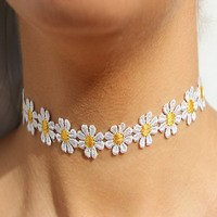 TAZOY Delicate Daisy Flower Choker Chain Necklace Yellow & White Boho 80s 90s