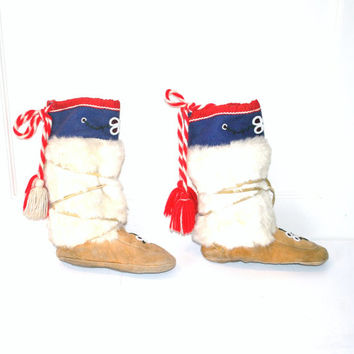 size 8 boho fur MUKLUKS vintage 70s NATIVE beaded fur and suede MOCCASIN boots