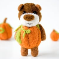 Felted pumpkin bear 18