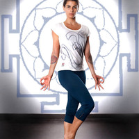 FREE SHIPPING -Yoga / workout outfit, with multi-length button up pants, and scoopneck printed tee.Sizes S,M,L,XL