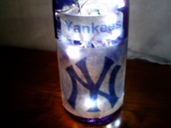 Lighted   NY YANKEES  wine bottle