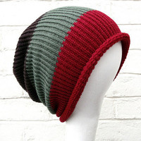 Knitted slouch hat in thick Red/Khaki/Brown stripes by missbelluk