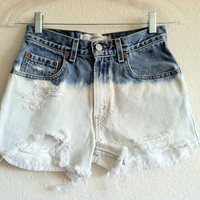 High Waisted Dip Dyed Bleach Levi&#x27;s Shorts (Size 25)