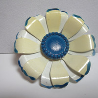 Vintage Jewelry Brooch Pin cream blue white flower 1960s costume jewelry
