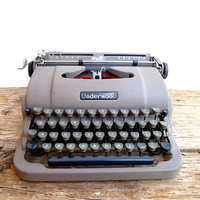 Typewriter  1950s Underwood Finger Flite by Yesterdayand2day