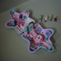 Vintage Polly Pocket Fashion Fun Star with four figures, 1992