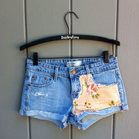 Levi's High Waisted Cut Off Denim Shorts - Light washed denim and Pale Pink Floral SIZE XSMALL