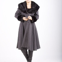 women 's Gray wool coat with faux-fur collar and cuffes ( E61610178)