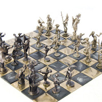 Avain Rumble - Bronze Chess Set