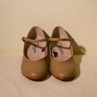 Size 6 1/2 size 7 Vintage 1980s tan Mary Jane style Capezio dance shoes heels
