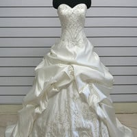 Luxury Exquisite Embroidered Chapel Train Satin Wedding Dress